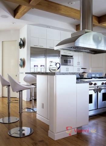 Barový pult jako moderní součást kuchyně