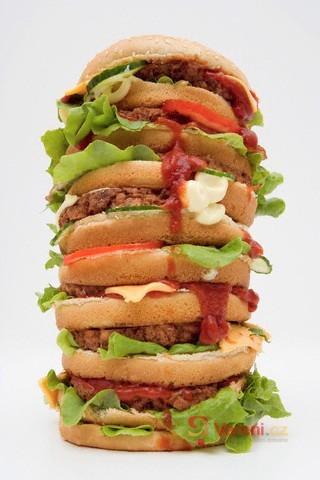 Fenomenální plavec se dopuje hamburgery