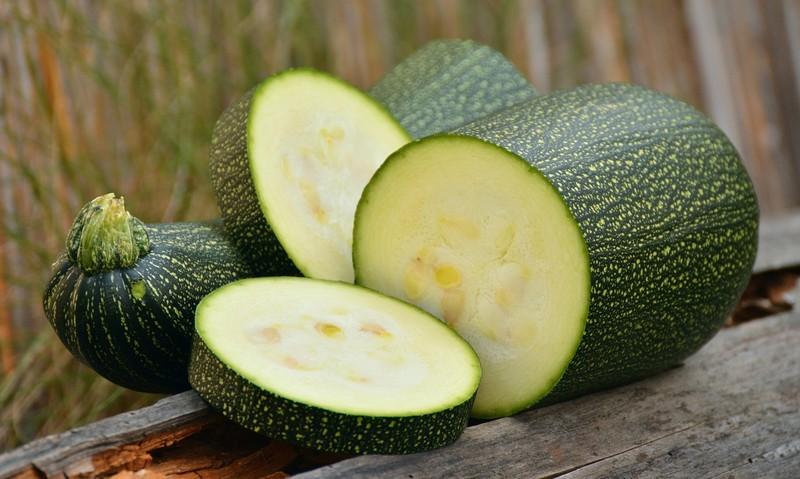 Cuketa: Zeleninový poklad v kuchyni, který se hodí k zapékání, grilování i smažení