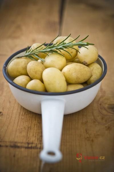 Sekaná pečeně s bramborovým salátem: Zdravá výživa to sice není, ale ta chuť!