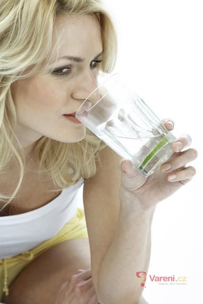 Hoaxy varují před margaríny a pitím studené vody