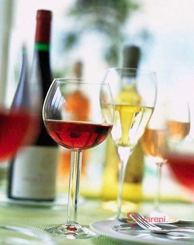 Stolování - kdy a jak nápoje