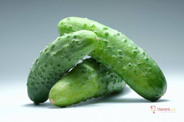 Test nakládaných okurek - které jsou nejlepší do salátu?