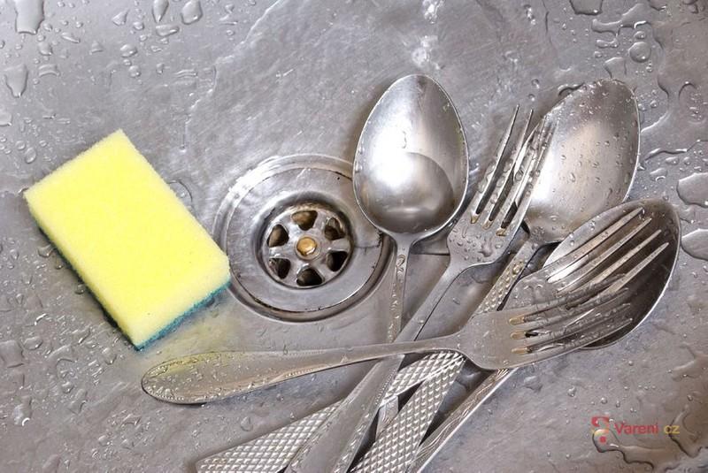Zatočte se špinavým nádobím.  Navždy!