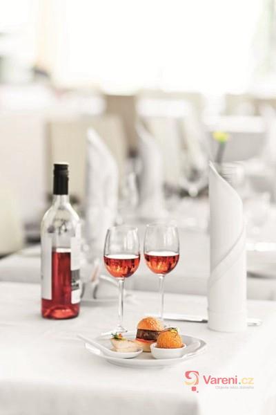 Jídlo a víno - nerozluční partneři