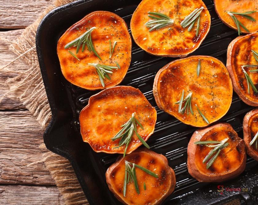 Grilování na všechny způsoby: Naučte se grilovat kukuřici i brambory