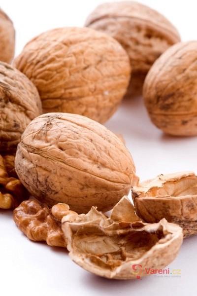 Sklízíme a konzumujeme vlašské ořechy