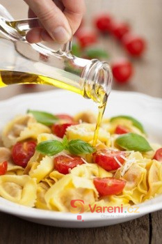 Řepkový olej - všestranný kuchyňský pomocník