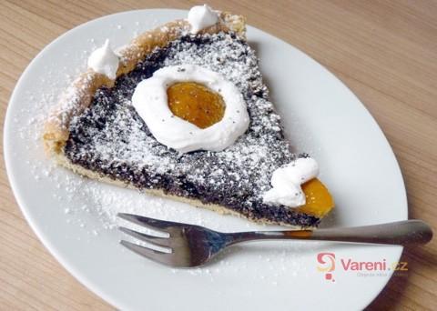 Tenhle koláč vás dostane! Recept na makový koláč s volskými oky z meruněk krok za krokem