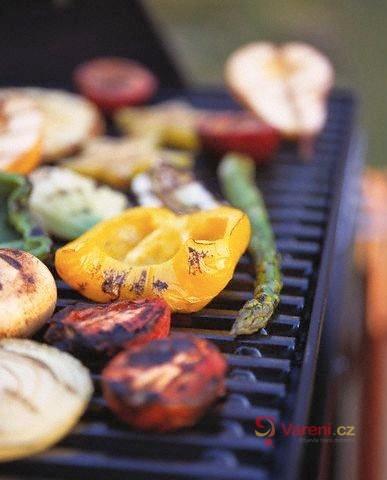 Výborná příloha, salát i hlavní chod: Jak správně grilovat zeleninu, aby zůstala šťavnatá?