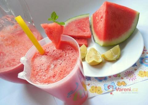 Jak přežít horko: Zkuste melounovou limonádu!