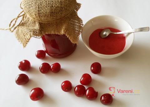 Co s úrodou višní? Zkuste recept na višňovou marmeládu!