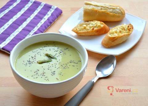 Jemná a krémová: Polévka ze zeleného chřestu krok za krokem