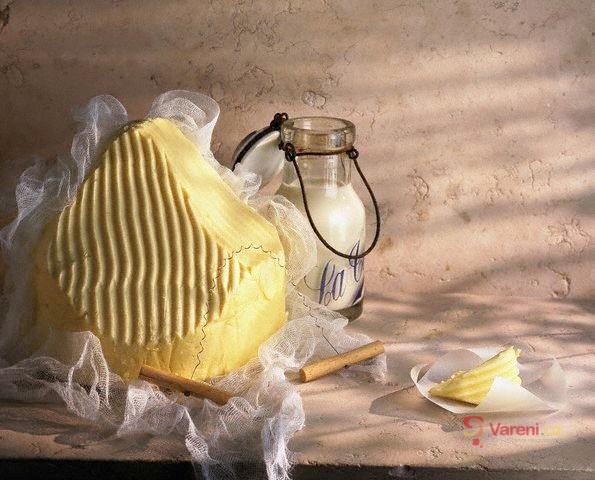 Máslo, margarín nebo směsný tuk?
