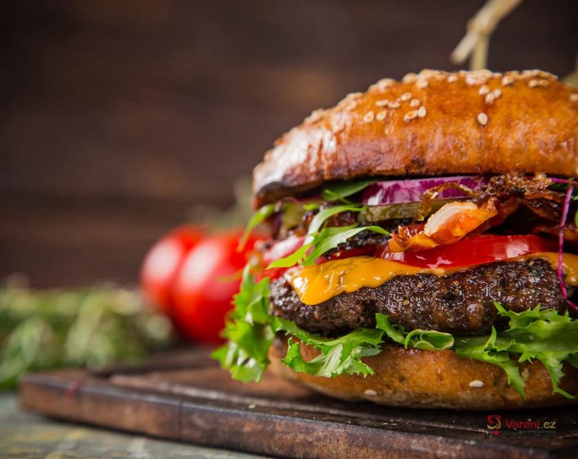 Jak na šťavnatý domácí burger?