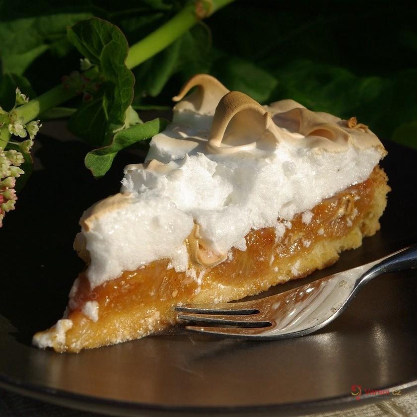 Fantastické recepty z rebarbory: Rebarborový koláč 8x jinak