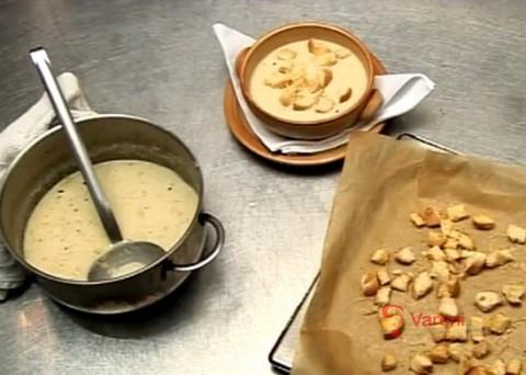 Zažeňte kocovinu: Krémová česnečka se sýrovými krutony vás dostane z nejhoršího