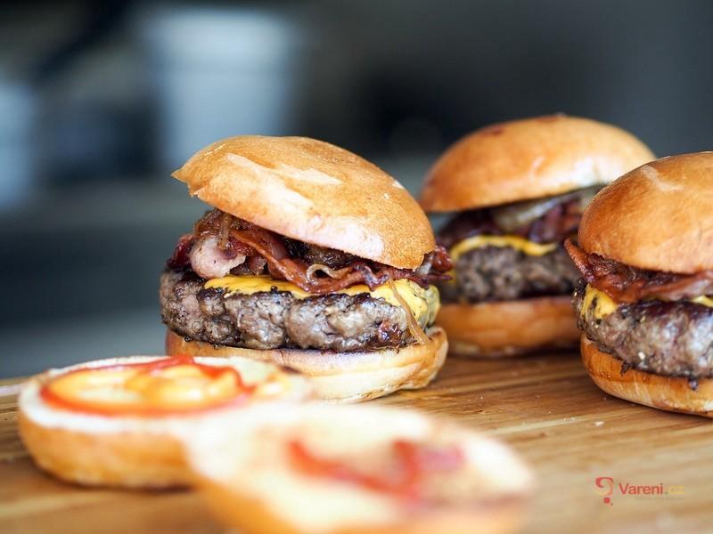 Jak správně jíst hamburger?