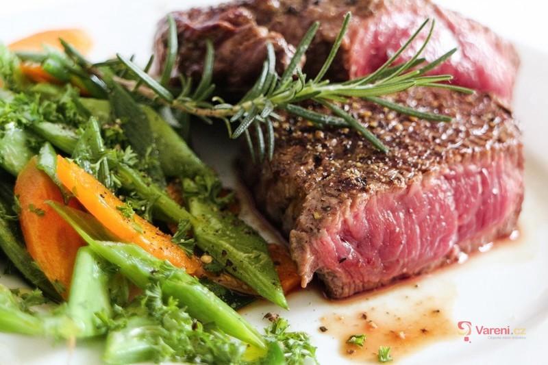 Jak připravit šťavnatý steak? Zapomeňte na olej v pánvi!