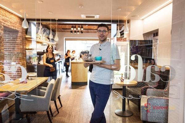 Gastromapa Lukáše Hejlíka: Cafe Korek - tak by měla fungovat kavárna v malém městě