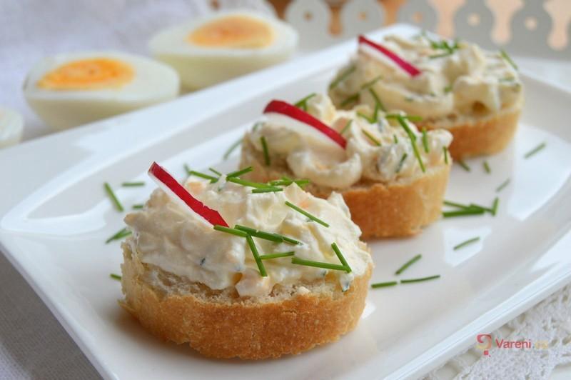 Jak použít zbylá vejce? Zkuste vajíčkovou pomazánku podle našeho receptu