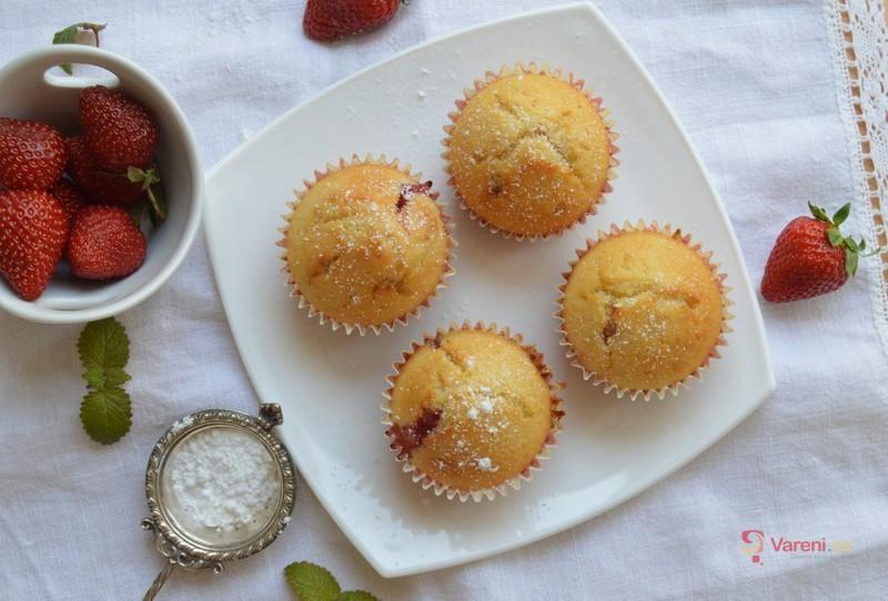 Hrníčkový recept: Jahodové muffiny hotové za 30 minut