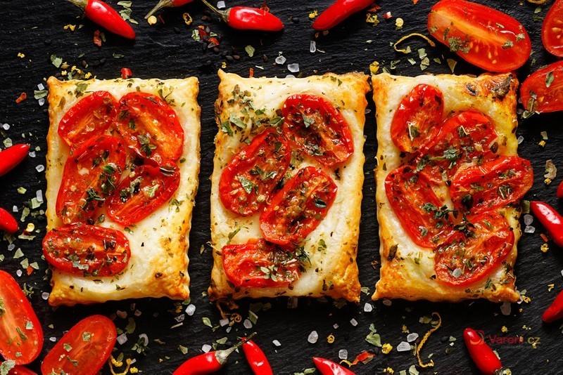 Videorecept na Slaný koláč s rajčaty a cibulí