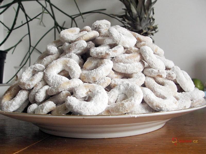 Vánoční videorecept: Křehké vanilkové rohlíčky podle šéfcukrářky Lindy Vláskové