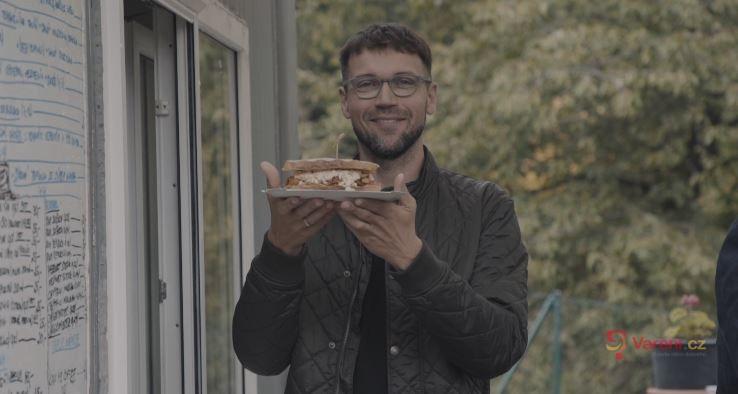 Gastromapa Lukáše Hejlíka: Bistro Kudlov u Zlína na pomezí lesa zve na trhané vepřové i úžasné pistáciové věnečky