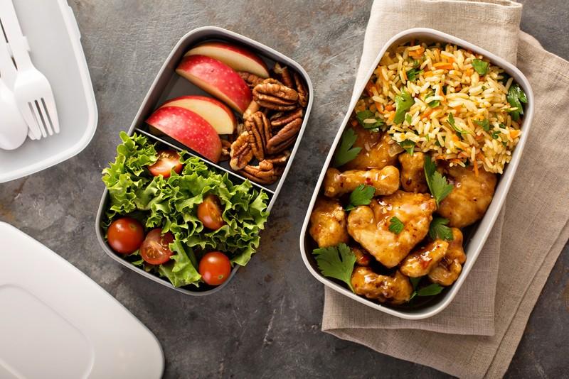 Zažeňte hlad v práci! 6 tipů na rychlé jídlo do krabičky