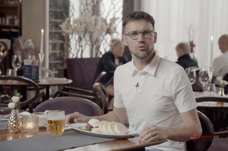 Gastromapa Lukáše Hejlíka: Restaurace Bohém v Litomyšli sází na pomalou přípravu masa. Přijďte na tu nejlepší svíčkovou!