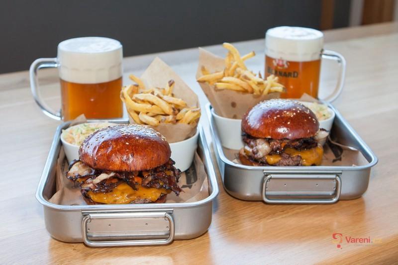 Gastromapa Lukáše Hejlíka: Q-Burger Bar v Jablonci zve na parádní burgery