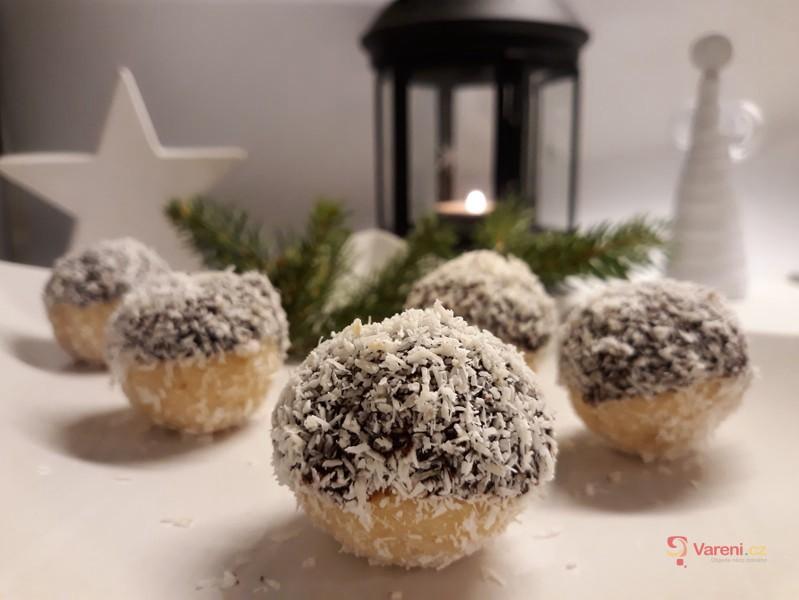 BLOG Rychlé Fit recepty: Nepečené kokosové kuličky s čokoládou