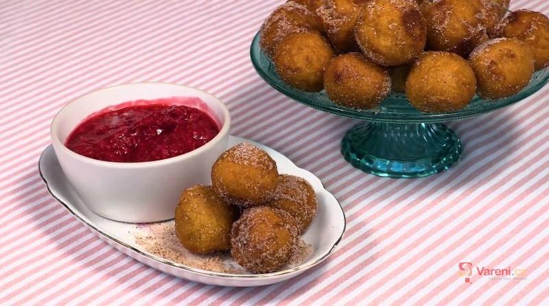Videorecept: Vyzkoušejte masopustní smažené koblihy ze sladkých brambor