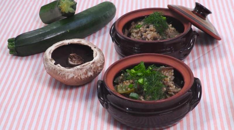 Videorecept: Zeleninová polévka s obilovinami aneb i zdravé jídlo může chutnat skvěle