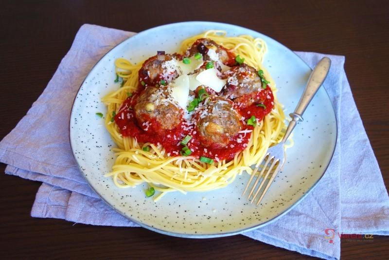 Nedělní oběd na výbornou: Masové koule v rajčatové omáčce