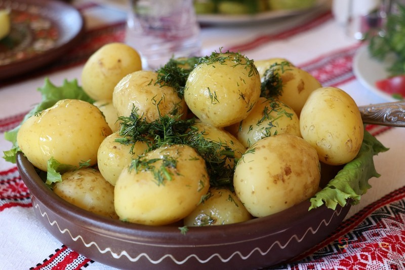 7 receptů z nových brambor, které nezatíží vaši peněženku