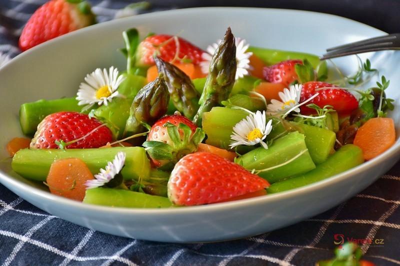 Co jíst v červnu? Vsaďte na sezónní ovoce a zeleninu