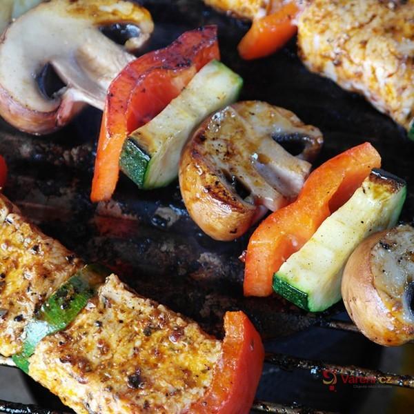Užijte si léto s grilem na dřevěné uhlí Cattara ROYAL