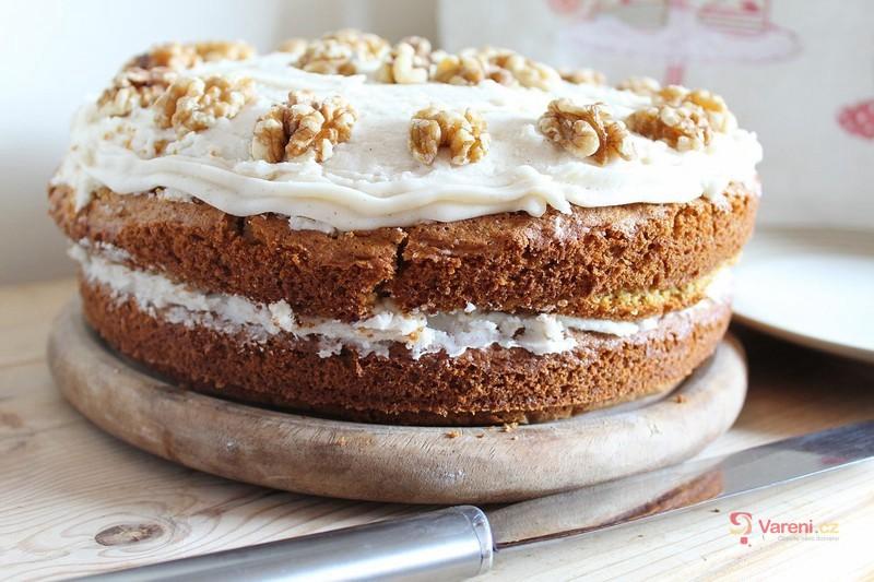 Víkendové pečení s ořechy: 6 koláčů, které musíme zkusit!