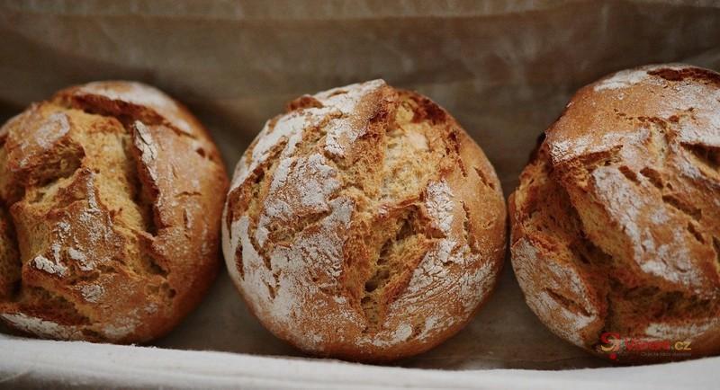 Když dojde droždí, zachrání nás kvásek: Skvělé recepty na kváskové pečivo