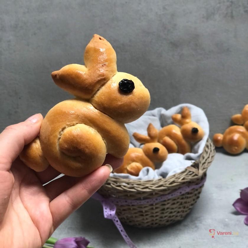Veganské pečení: Velikonoční jidáše ve tvaru zajíčků krok za krokem