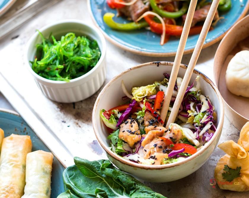 Pokrmy inspirované Asií: Ochutnejte Pad Thai, knedlíčky Bahn Bao a smažené závitky