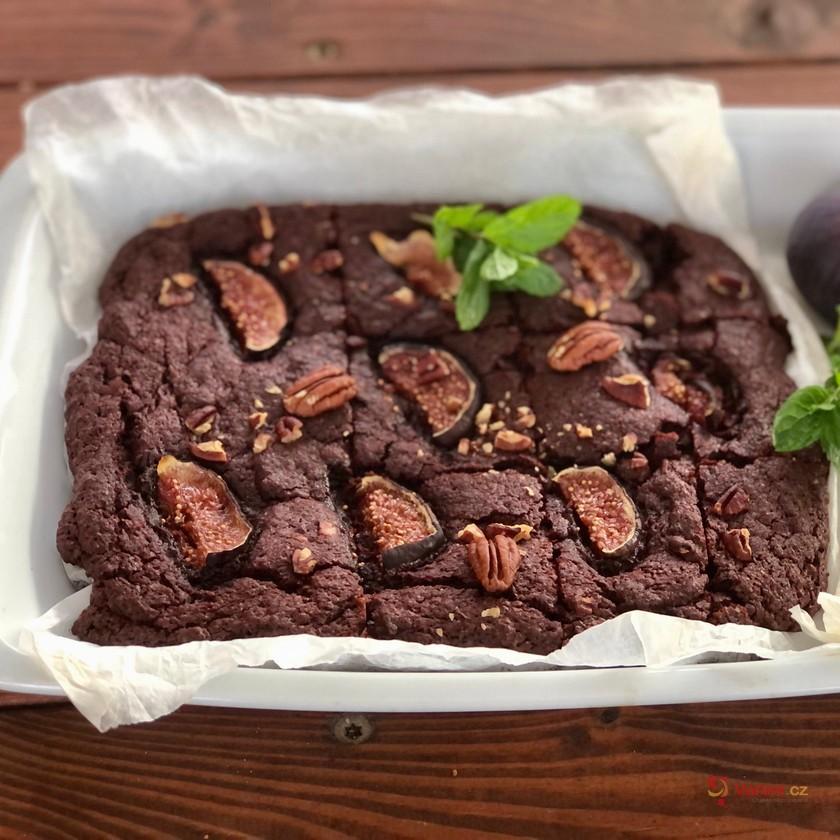 Řepové brownies s fíky a pekanovými ořechy krok za krokem