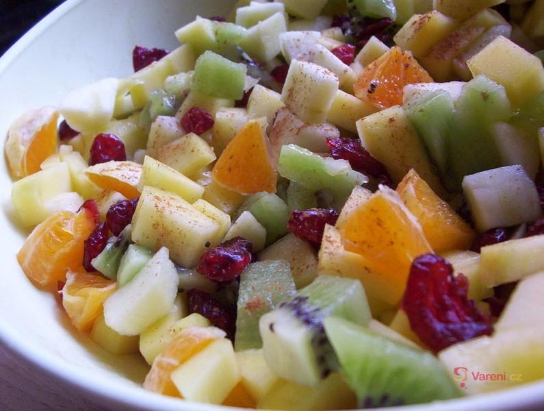 Ovocný salát s brusinkami