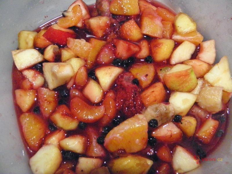 Jemný ovocný salát