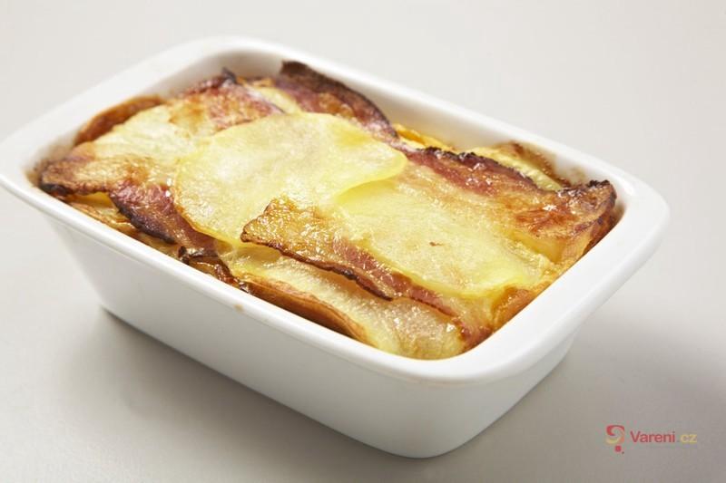 Zapečené brambory se zeleninovým bujónem