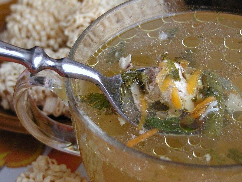 Polévka z kuřecích kostí