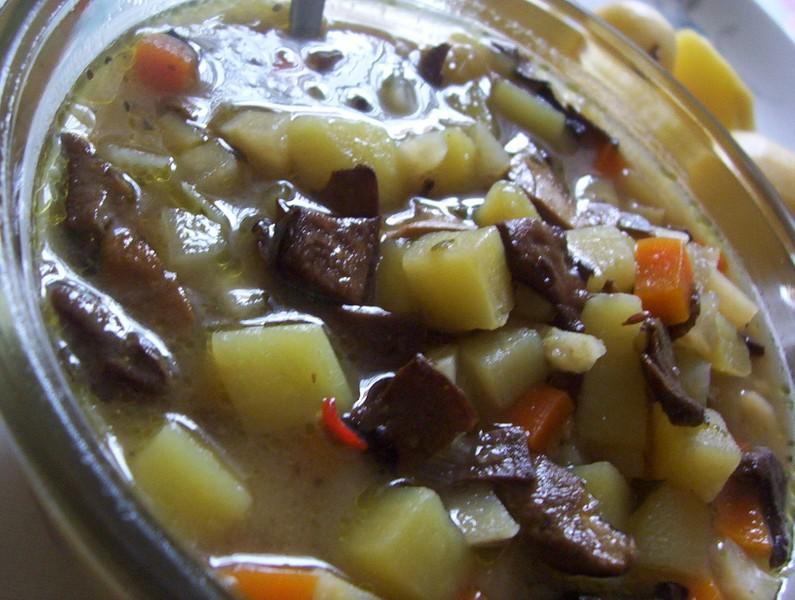 Houbová polévka s bramborem