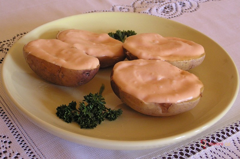 Pečené brambory s přelivem